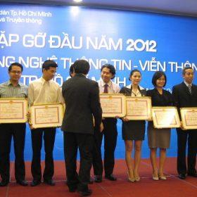 UBND TP.HCM trao tặng Bằng Khen cho FPT-Aptech Vietnam lần thứ 9