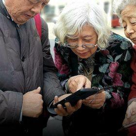 Người cao tuổi bị bỏ quên trong đời sống công nghệ